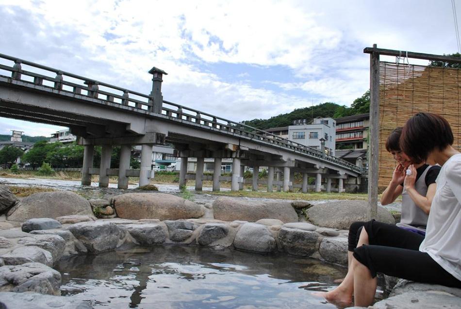 三朝温泉の足湯